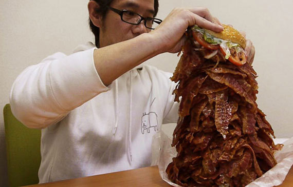 25waysToShowYoureAMan-21-giant-bacon-burger